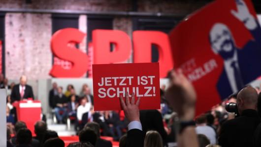 Jetzt ist Schulz - Anhänger des SPD-Kanzlerkandidaten Martin Schulz zeigen Flagge.