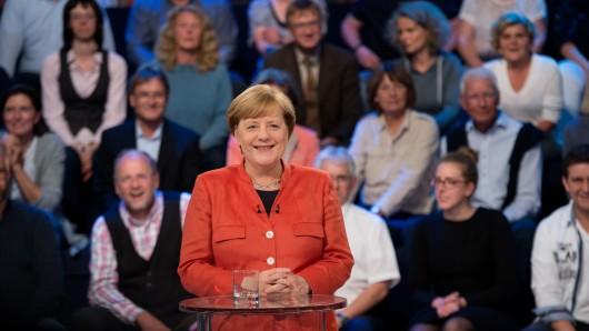 Kanzlerin Angela Merkel (CDU) im TV-Studio der Wahlarena.