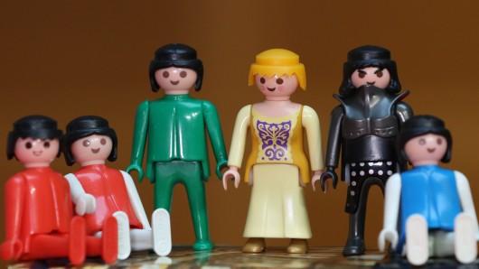 Playmobilfiguren, die die politischen Parteien symbolisieren sollen.
