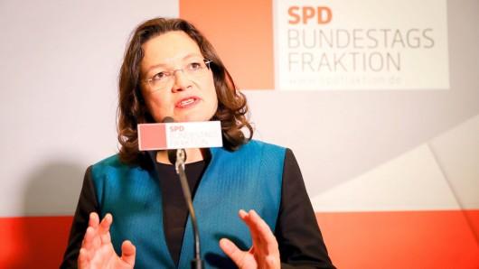 Die neue Vorsitzende der SPD-Bundestagsfraktion, Andrea Nahles, spricht am 27.09.2017 in Berlin im Bundestag nach ihrer Wahl zu den Medienvertretern. Foto: Kay Nietfeld/dpa +++(c) dpa - Bildfunk+++