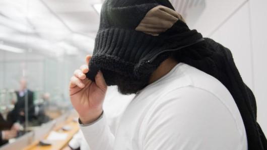 Der angeklagte Abu Walaa im Oberlandesgericht in Celle.