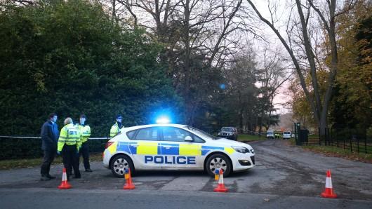 Ein Hubschrauber und ein Flugzeug sind am Freitag im englischen Luftraum zusammengestoßen.