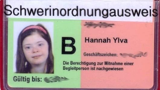 Die 14-jährige Hannah aus Pinneberg wollte keinen Schwerbehindertenausweis mehr. Sie schlug stattdessen einen Schwer-in-Ordnung-Ausweis vor.