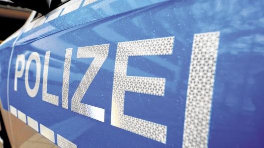 Mehr als 30 Autos sind in Wolsburg mit Klebstoff beschmiert worden (Symbolbild).