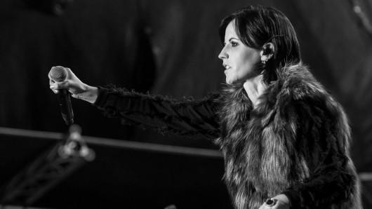 Im Mai 2017 stand sie noch auf der großen Bühne: Die irische Leadsängerin der Rockband The Cranberries, Dolores O'Riordan.