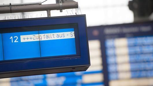 Die Fans von Eintracht Braunschweig müssen sich alternative Anreisemöglichkeiten zum Spiel in Aalen ausdenken (Symbolbild).