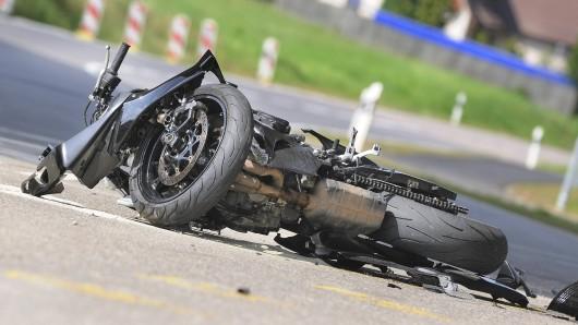Der Mann hat sich bei dem Unfall lebensgefährlich verletzt (Symbolbild).