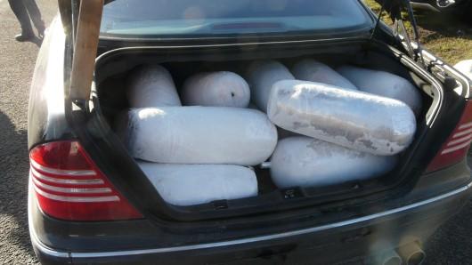 15 ungekühlte Dönerspieße hat die Autobahnpolizei auf der A 2 bei Magdeburg im Kofferraum eines Autos entdeckt.