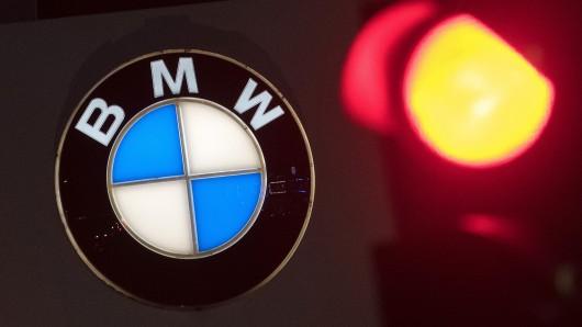Die Polizei sucht nach dem Fahrer eines BMW (Symbolbild).