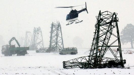 50 Hochspannungsmasten im Münsterland waren damals nach starken Schneefällen eingeknickt oder nicht mehr funktionstüchtig.