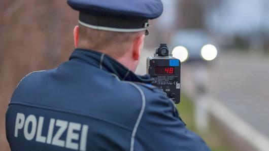 Die Beamten am Donnerstag in Transvaal die Geschwindigkeit der Autofahrer gemessen (Symbolbild).
