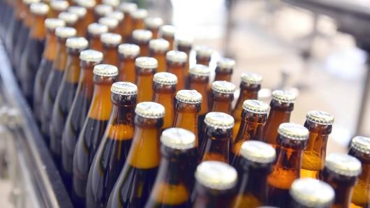 Wegen des Diebstahls einer Kiste Bier hat die Polizei in Langelsheim gleich drei Anzeigen geschrieben. (Symbolbild)
