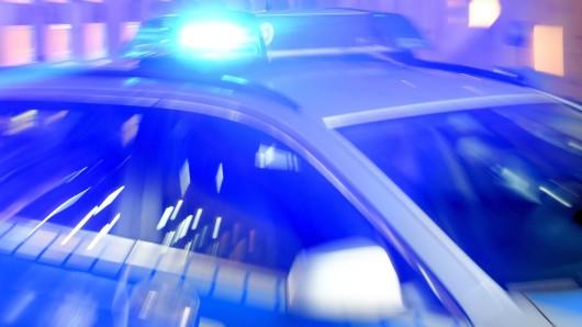 Die Polizei Seesen sucht jetzt nach den Tätern. Sie sollen in einem grünen VW Golf oder Skoda Fabia geflüchtet sein (Symbolbild).
