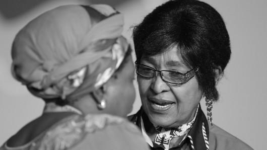 Sie gehörte zu den Kämpfern für Freiheit im Südafrika der Apartheid. Viele sahen sie schon an der Seite von Nelson Mandela als First Lady. Doch Skandale und Affären führten dazu, dass er sich noch vor seiner Wahl von Winnie trennte. Nun ist auch sie tot.