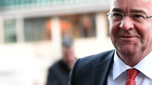 Niedersachsens Innen- und Sportminister Boris Pistorius (SPD): Ich suche das Gespräch mit dem ganzen Stadion.