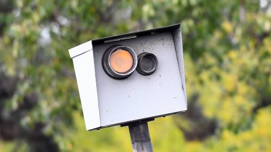 Drei stationäre Blitzer soll es bald in Braunschweig geben. (Symbolbild)