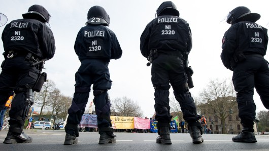 Rund 2.000 Polizisten sollen in Göttingen beide Lager voneinander trennen.