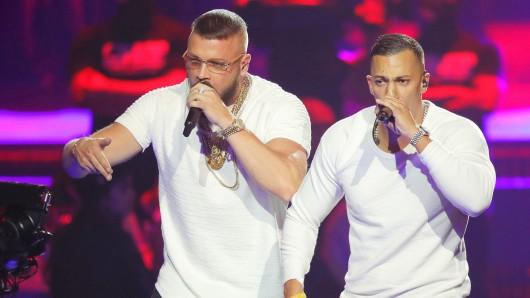 Die Rapper Kollegah und Farid Bang sorgten beim Echo für einen Skandal. (Archiv)