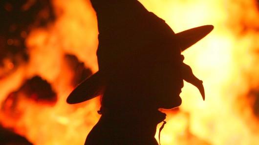 Die Hexen treiben in der Walpurgisnacht den Winter aus. (Archivbild)