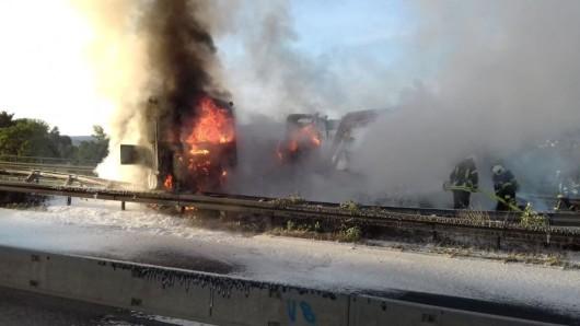 Der Laster fing schnell Feuer.