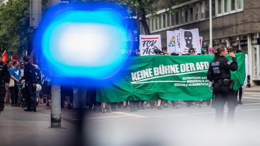AfD demonstriert in Berlin - Proteste mit Partyzug und Flößen.