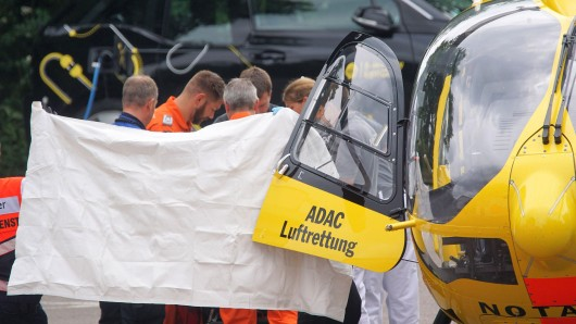Ein Rettungshubschraube brachte den lebensgefährlich verletzten Mann in eine Spezialklinik. (Symbolbild)