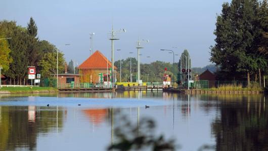 Die Schleuse am Stichkanal im Stadtteil Limmer in Hannover (Archivbild).