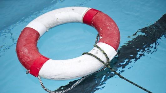 Andere Badegäste haben die bangen Minuten miterleben müssen (Symbolbild).