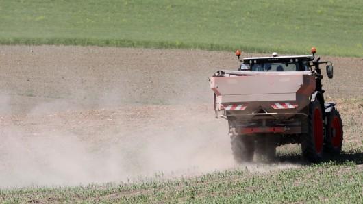 Die Trockenheit macht den Landwirten zu schaffen (Symbolbild).