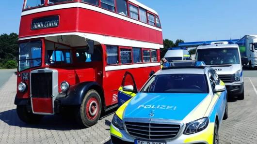 Da steht er nun, der rote Doppeldecker-Bus.