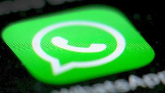 Der Angeklagte soll bei WhatsApp Kämpfer für den IS rekrutiert haben (Symbolbild).