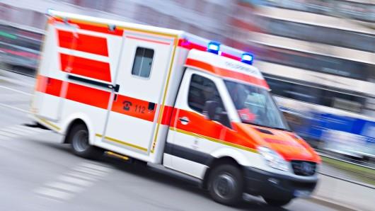 Das Kind wurde vom Rettungswagen ins Klinikum Wolfsburg gebracht. (Symbolbild)