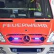 Rettungswagen der Feuerwehr steht mit Blaulicht am 07.07.2017 in Köln am Flughafen Köln Bonn. Foto: Horst Galuschka Foto: Horst Galuschka/dpa [ Rechtehinweis: (c) dpa ]