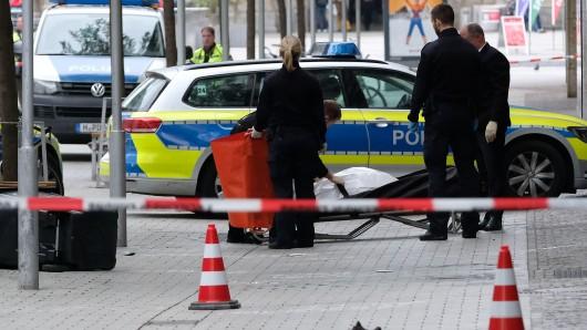 Der Fußgänger starb noch am Unfallort - mitten in der City.