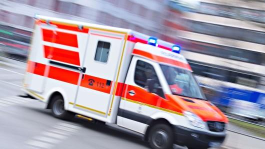 Das Mädchen wurde vorsorglich ins Krankenhaus gebracht. (Symbolbild)