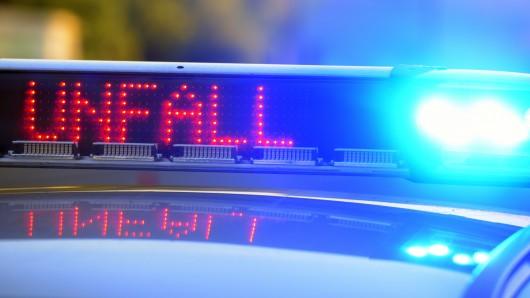 Ein dreister Fahrer verursachte einen Unfall auf A40 und ergriff Fahrerflucht. (Symbolbild)