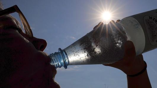 Bei der Hitze ist viel trinken angesagt. (Symbolbild)