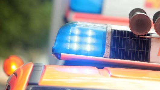 Der Rettungsdienst brachte den Fußgänger mit schweren Verletzungen ins Wolfsburger Klinikum (Archivfoto).
