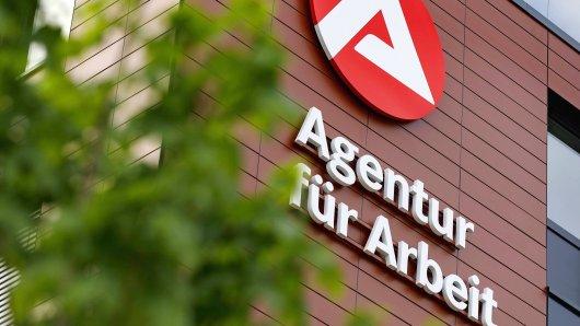 Arge-Logo an der Agentur für Arbeit in Ossendorf. Köln, 14.06.2018 *** Arge logo at the agency for work in Ossendorf Cologne 14 06 2018 Foto:xC.xHardtx/xFuturexImage