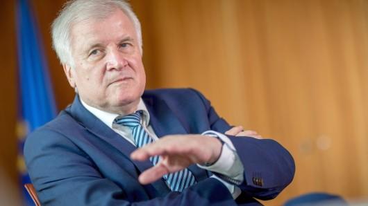 Innenminister Horst Seehofer hat zwei PKK-Vereinigungen verboten. (Archivbild)