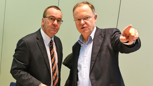 Niedersachsens Ministerpräsident Stephan Weil (SPD, rechts) und Innenminister Boris Pistorius (SPD).