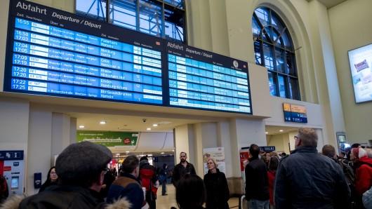 Die Deutsche Bahn wird in den kommenden Jahren sanieren, dadurch kommt es auch im Nahverkehr zu Beeinträchtigungen (Archivbild).