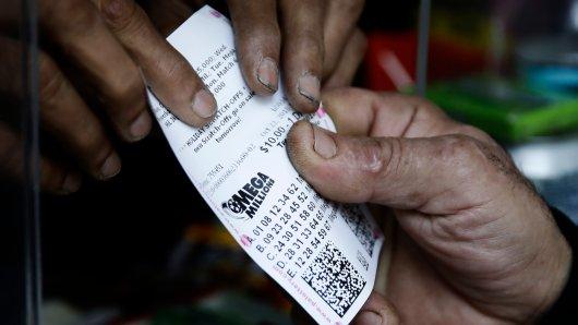 Am 23. Oktober gewann jemand den Mega-Jackpot im Lotto. Doch der Gewinner hat ihn seitdem nicht abgeholt. (Archivbild)
