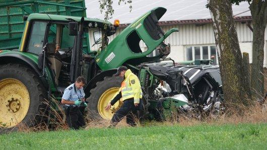 Bei diesem schweren Verkehrsunfall im Altmarkreis Salzwedel ist am Mittwochmorgen eine Person getötet worden.
