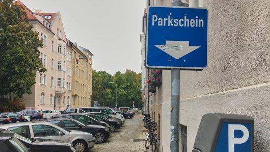 Wer in München einen Parkplatz will, braucht Geduld.