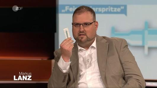 Bei Markus Lanz (ZDF) zu Gast: Arzt Dr. Christian Kröner mit einer Feindosierspritze.