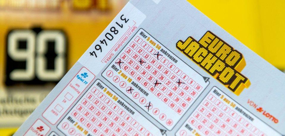 Ein Lotto-Spieler knackte den Eurojackpot! Doch von dem Gewinner fehlte danach jede Spur. (Symbolbild)