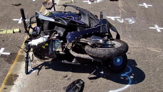 Der Motorroller des 50-Jährigen musste abgeschleppt werden.