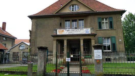 Die Kita am Herzogtore, beheimatet in der Welger Villa, bleibt noch bis Mai 2017 als solche erhalten. Danach beginnen die Bauarbeiten der Volksbank, die das Gelände erworben hat.