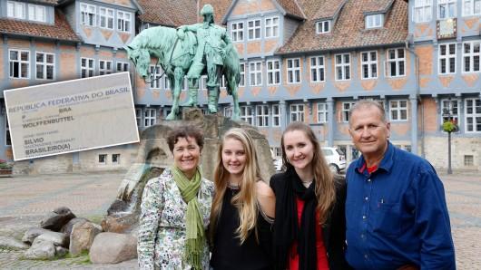 Sibel, Brenda, Pamela und Silvio Wolffenbuttel auf dem Stadtmarkt in Wolfenbüttel.
